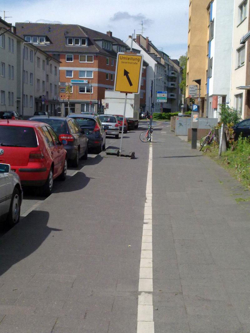 Umleitungsschild auf dem Radweg